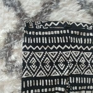 Black and white leggings M